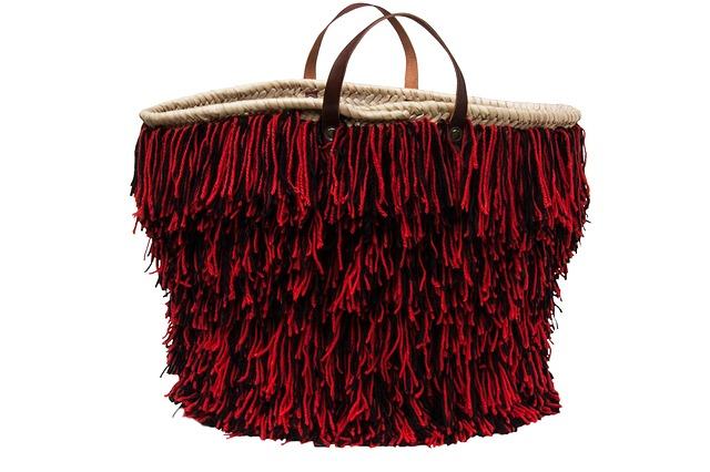 kabelka s třášněmi