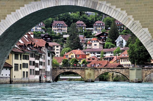 mosty nad řekou